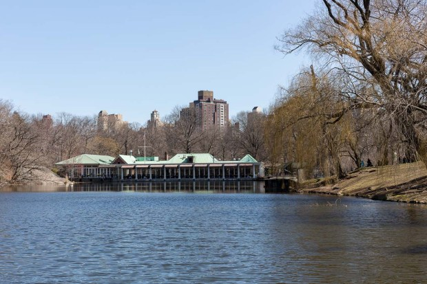 boat-house-restaurant-central-park-manhattan-new-york