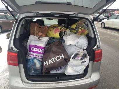 Bil fylt med varer